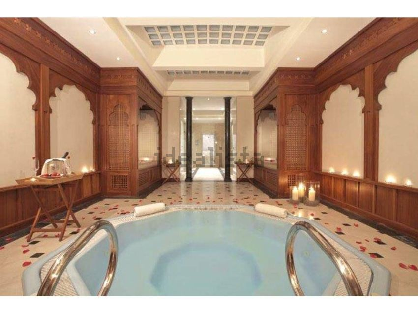 La villa ospita un grande bagno turco