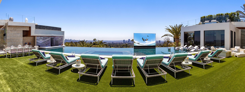 Una delle terrazze e la piscina / 924 Bel Air Rd.