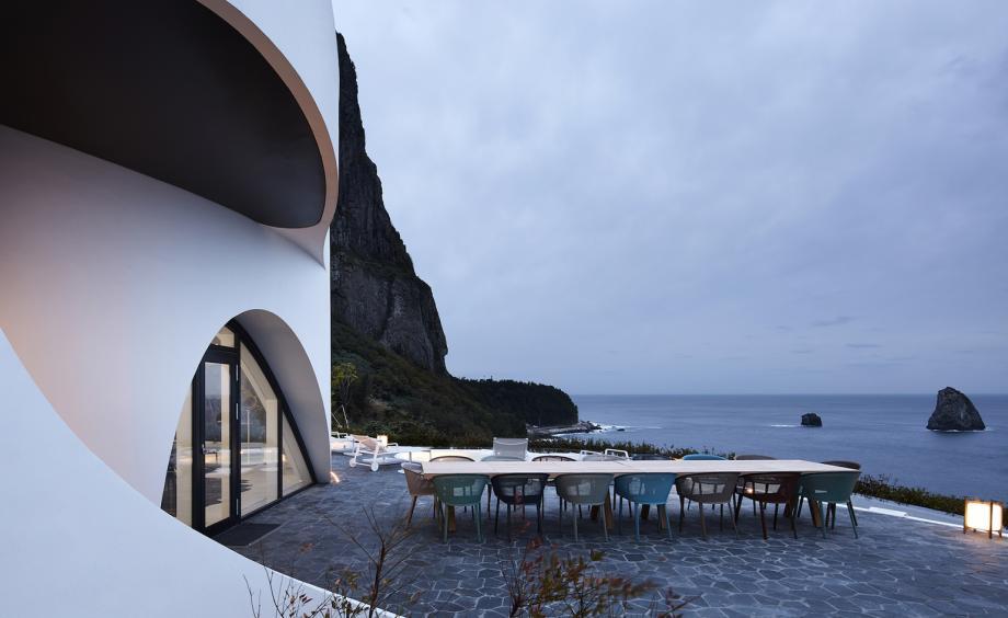 Un luogo privilegiato nel quale cenare / Kim Yong Kwan