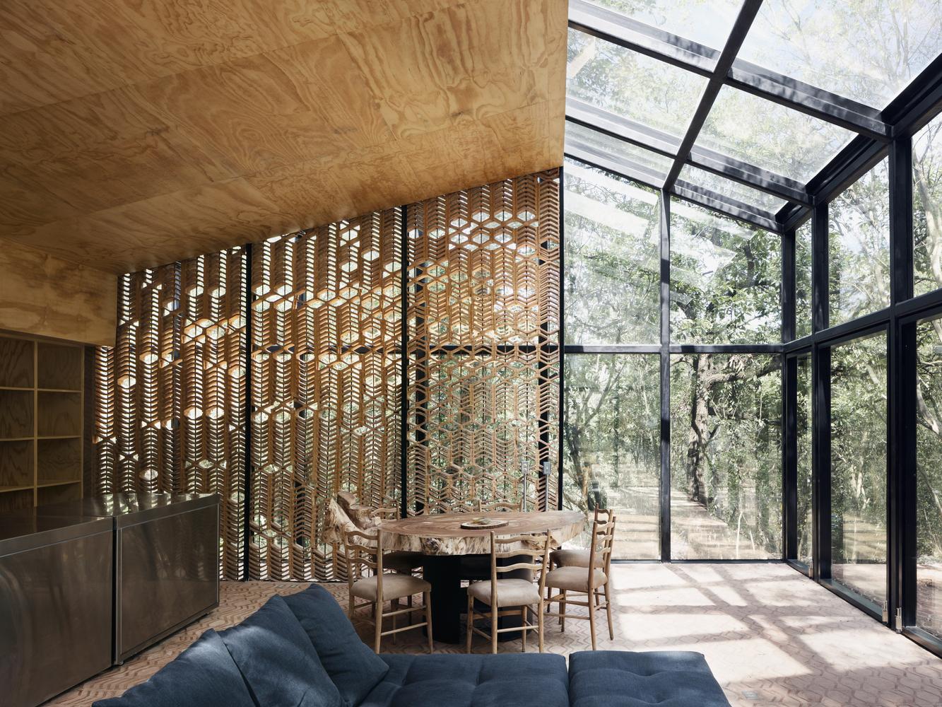 Il soggiorno e le aree comuni comunicano con l'esterno / Rory Gardiner