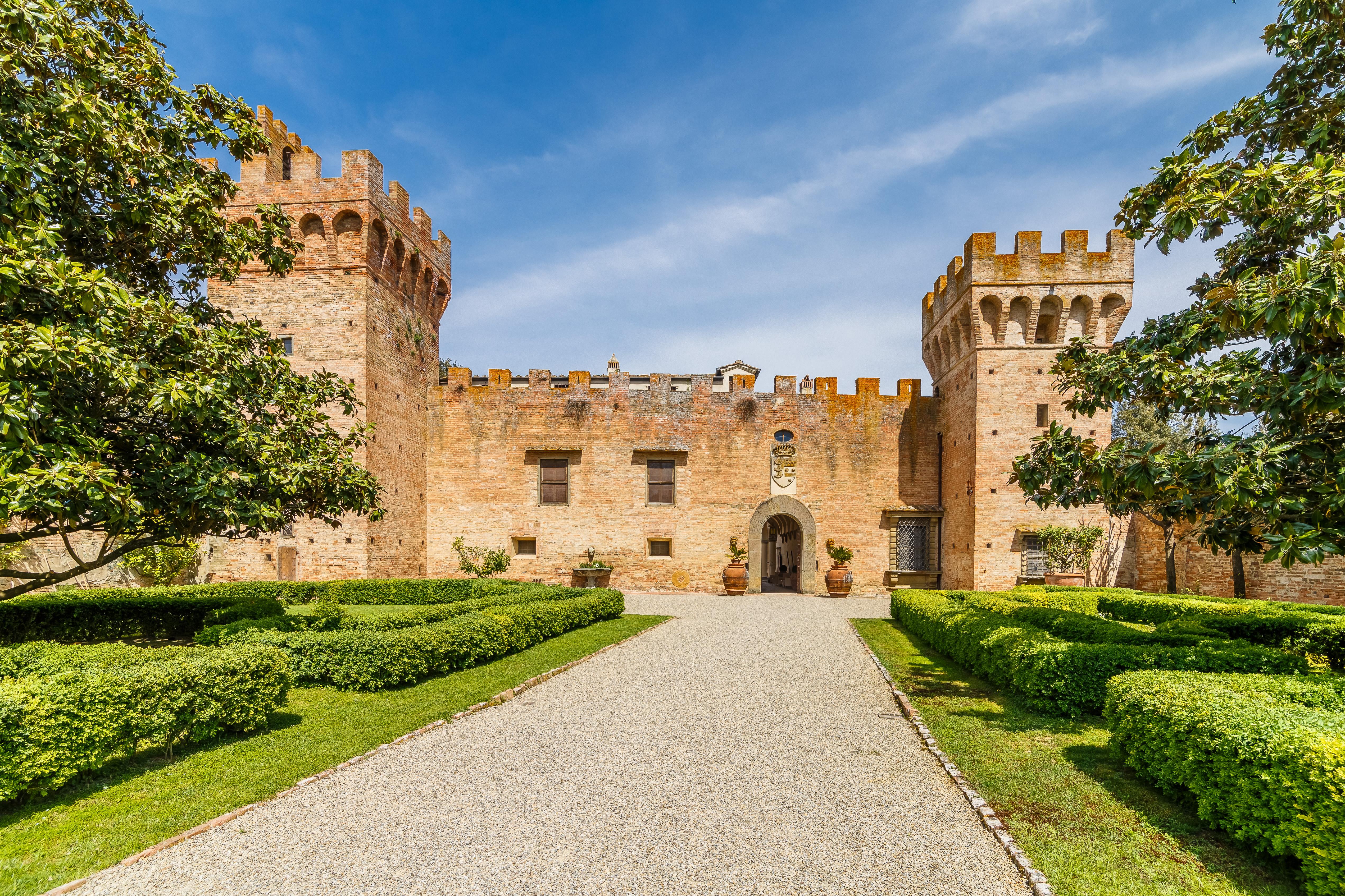 Il Castello di Oliveto a Castelfiorentino / Lionard Luxury real estate