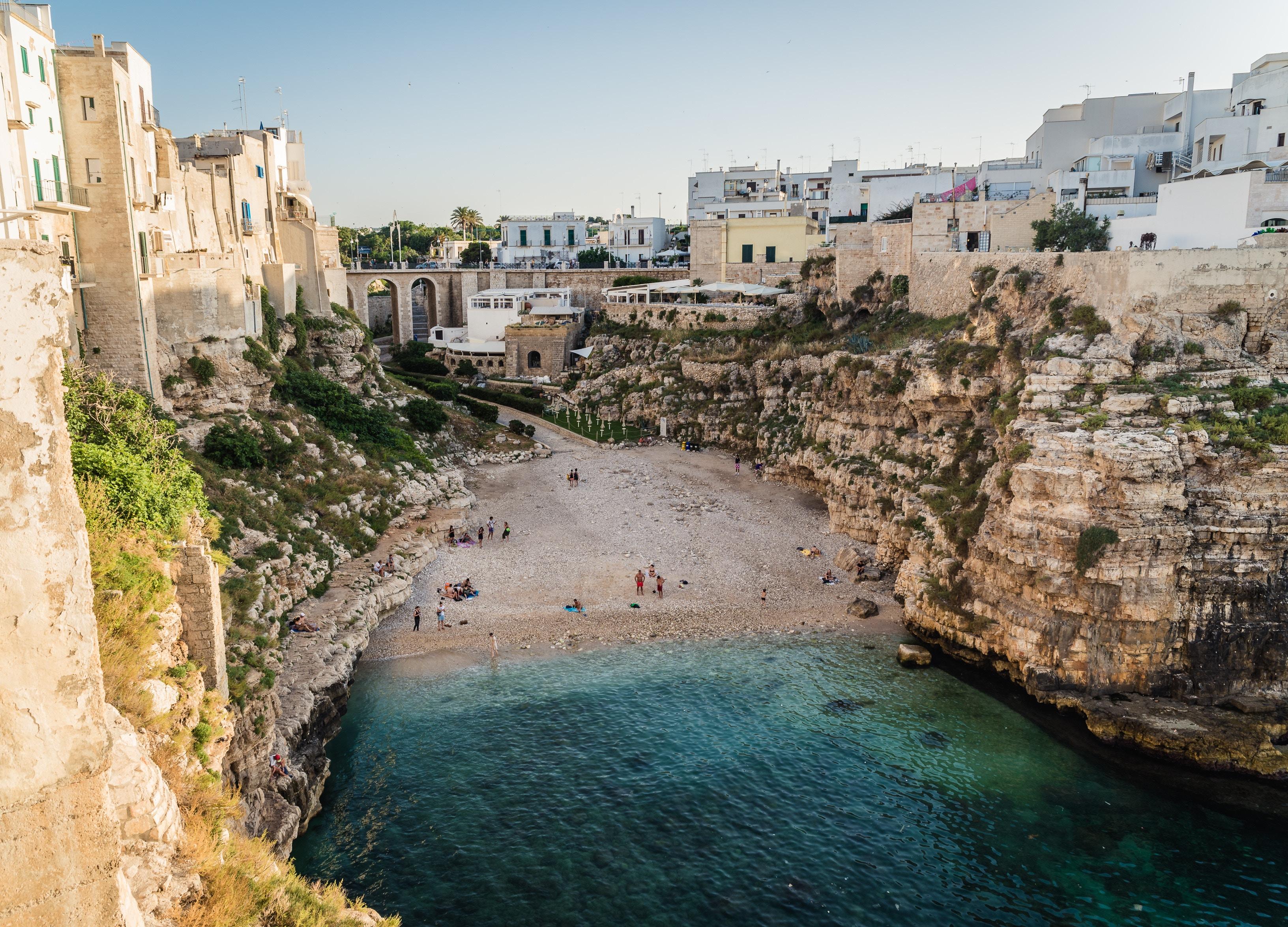 """Polignano a Mare,borgo """"nel blu dipinto di blu"""""""