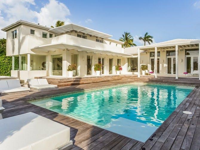 La piscina / Douglas Elliman