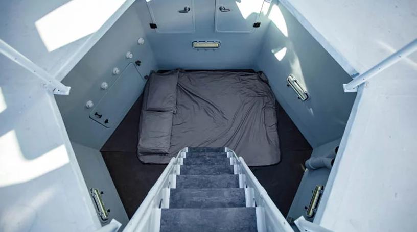 Nella camera da letto possono dormire due persone / Marcus Ricci