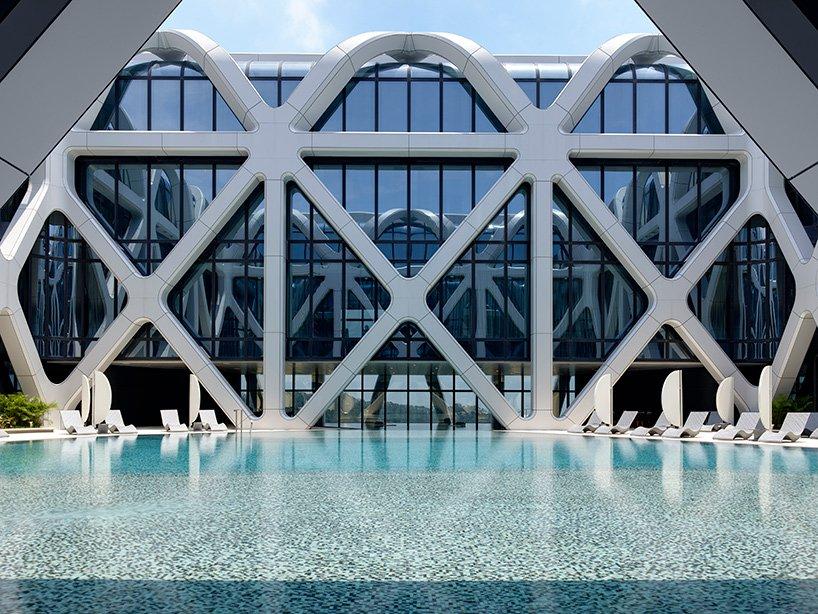 La piscina / Ivan Dupont