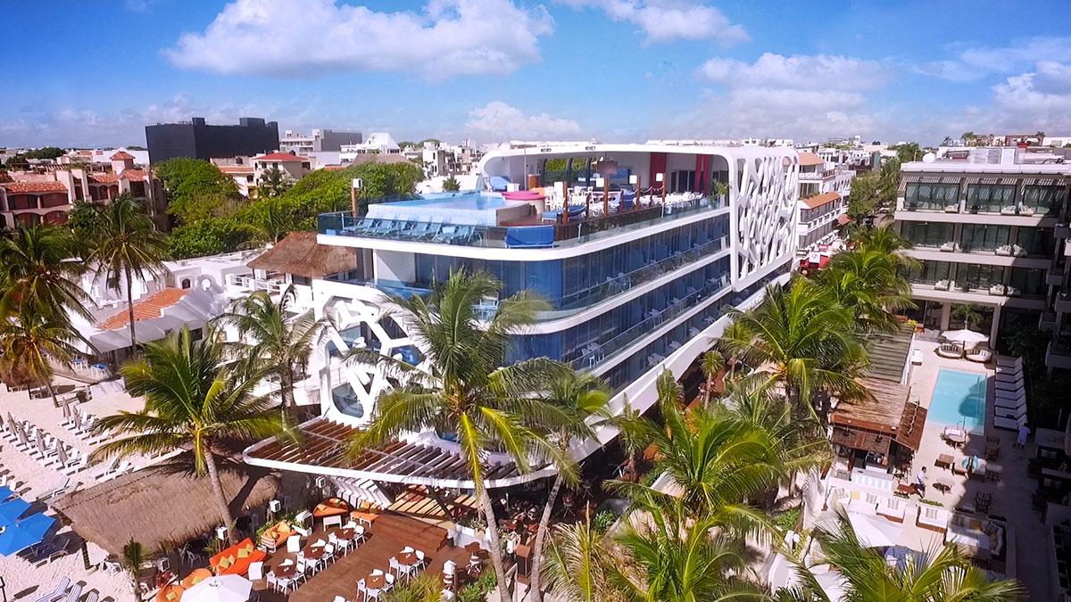Un albergo insolito / The Carmen Hotel