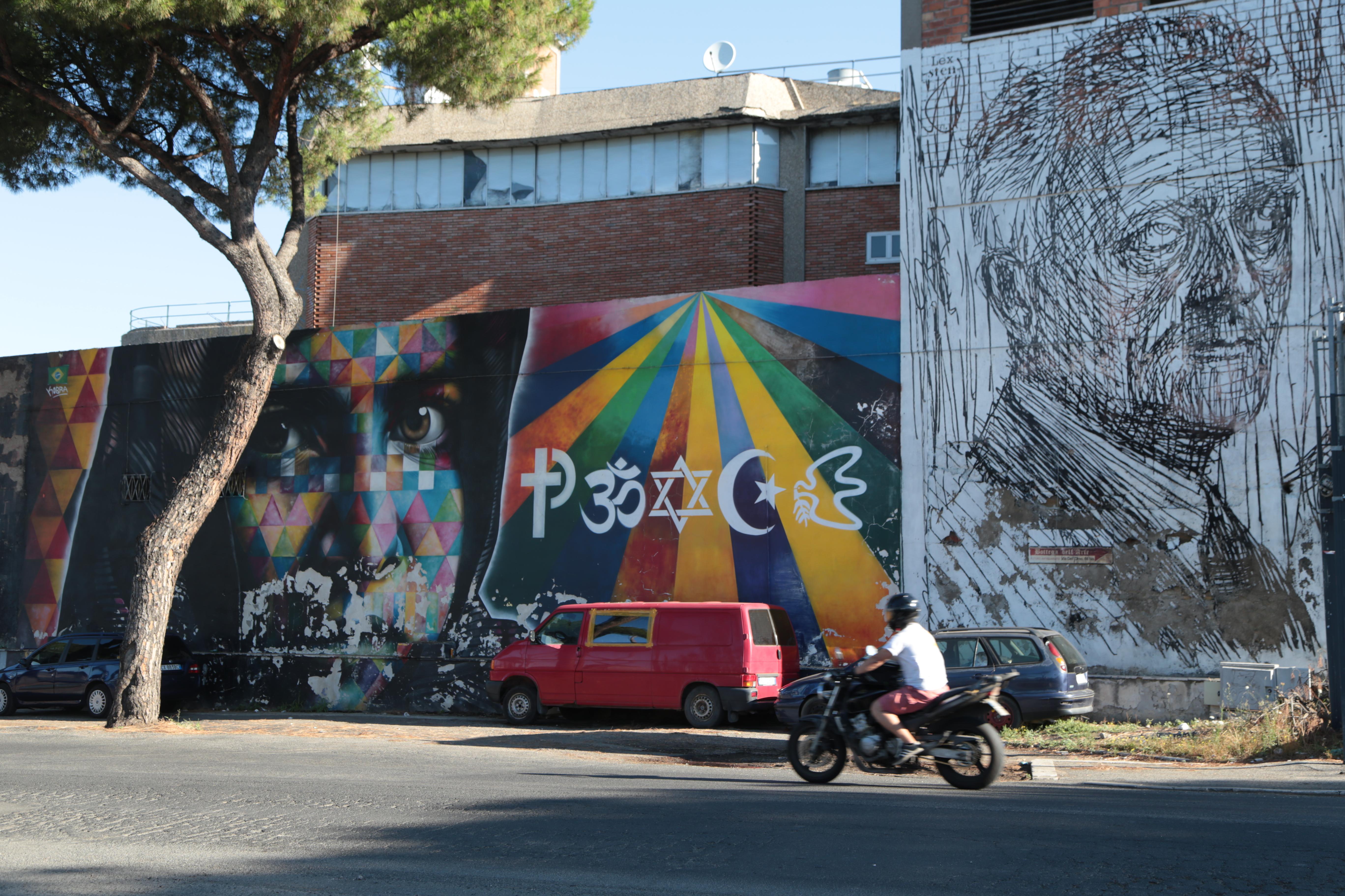 La facciata del complesso occupato in via Prenestina 913 a Roma / Paolo Codato