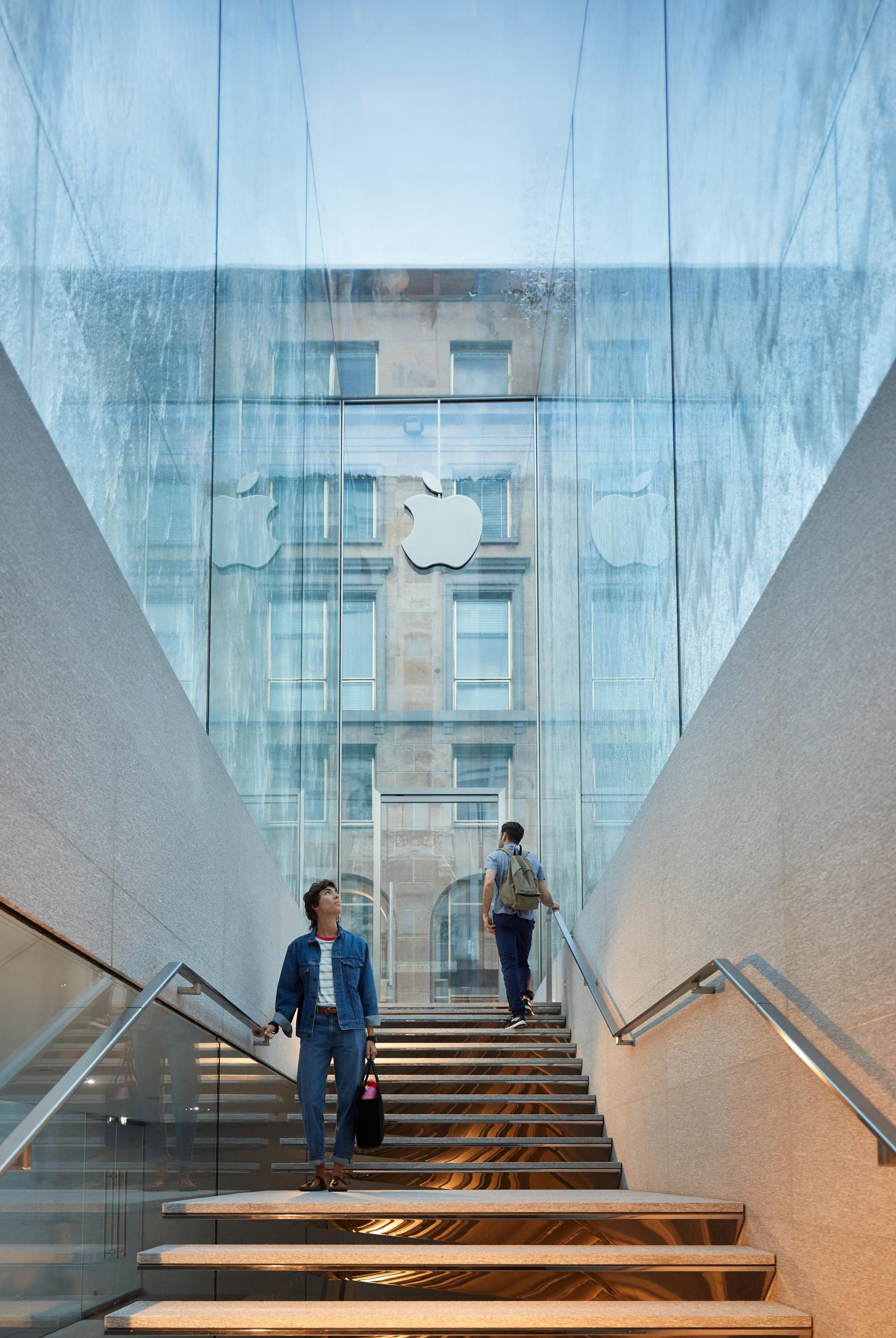 L 39 apple store apre a milano in piazza liberty idealista news for Store design milano