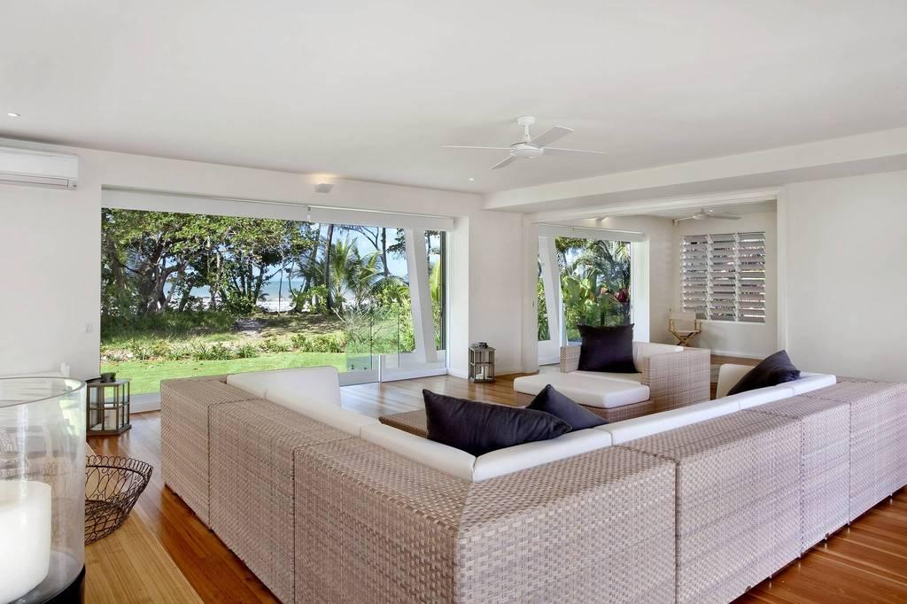 Un salotto vista mare / LuxuryEstate