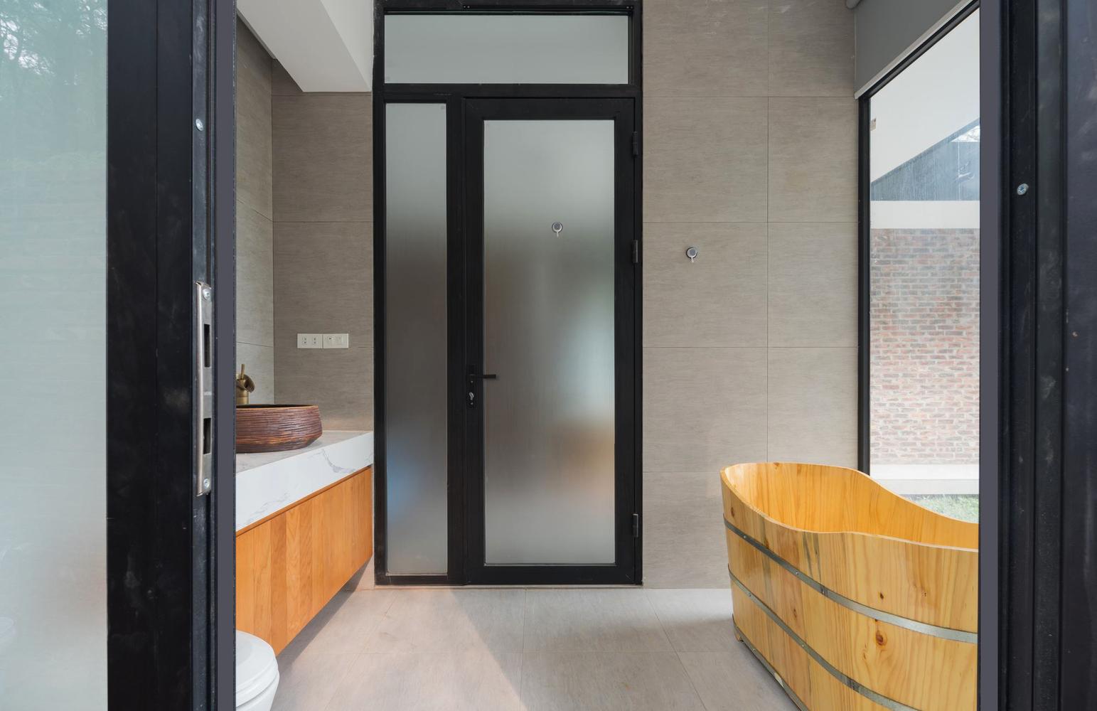 Zona bagno / Trieu Chien
