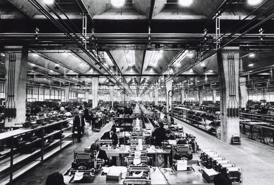 L'officina Olivetti in un immagine degli anni '70 / Ermentini Architetti