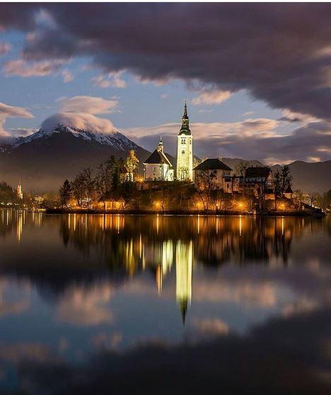 Si trova a 50 chilometri da Lubiana, la capitale della Slovenia