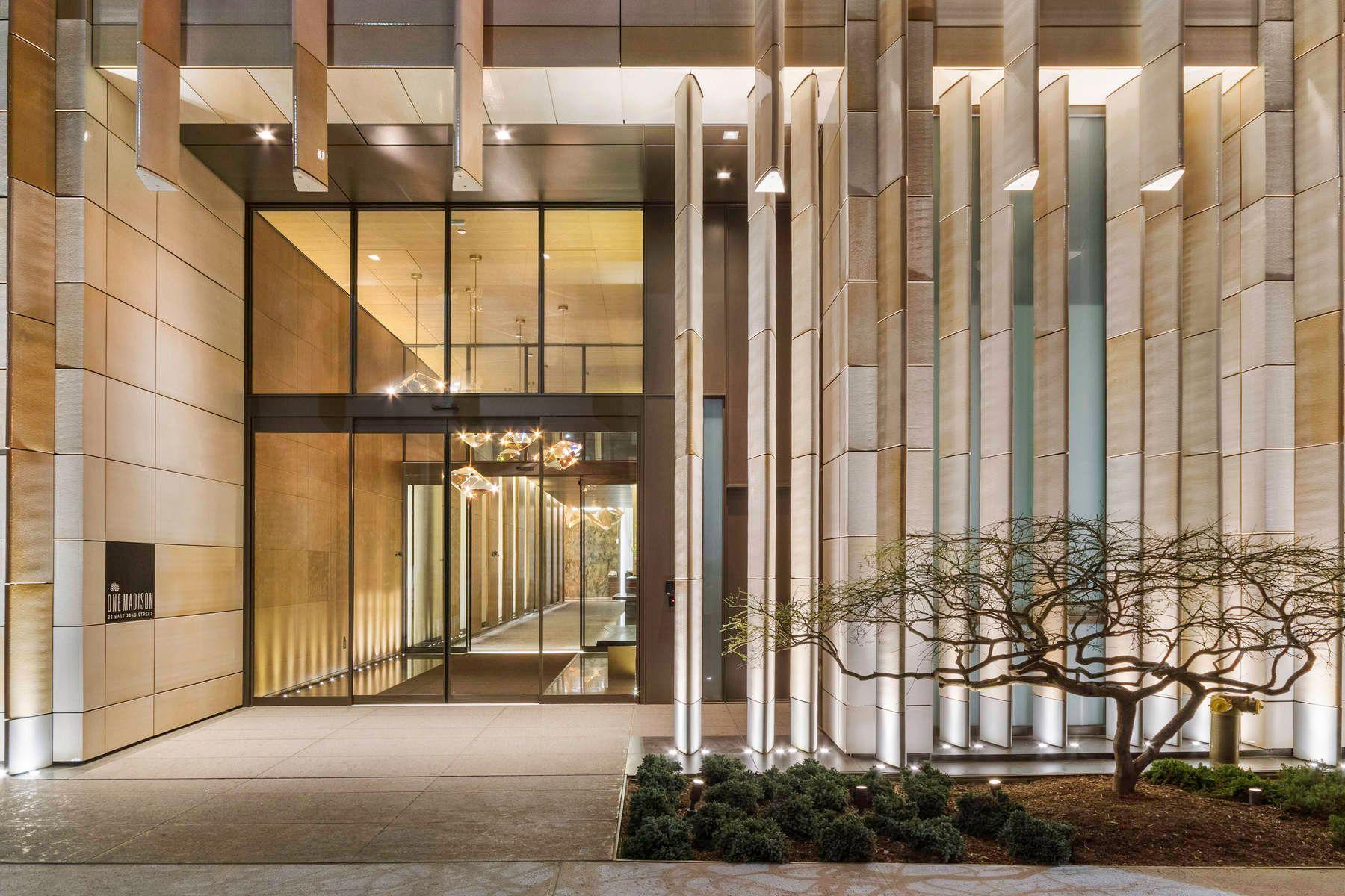 L'entrata della One Madison Tower