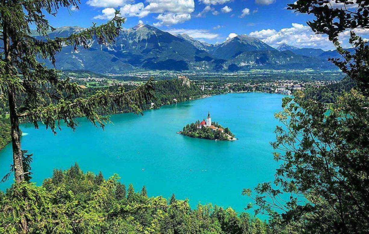 Oltre 400.000 foto di Bled sono state caricate su Instagram quest'estate