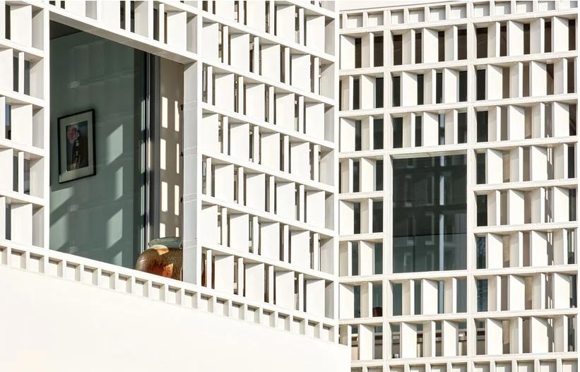 Dettaglio della facciata / José Hevia