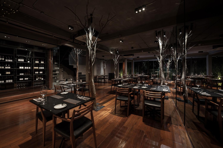 Il ristorante propone una cucina moderna