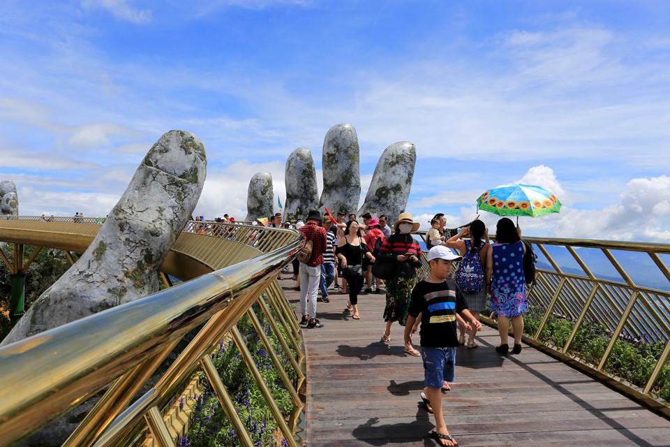 Il ponte è situato nelle montagne sopra Da Nang