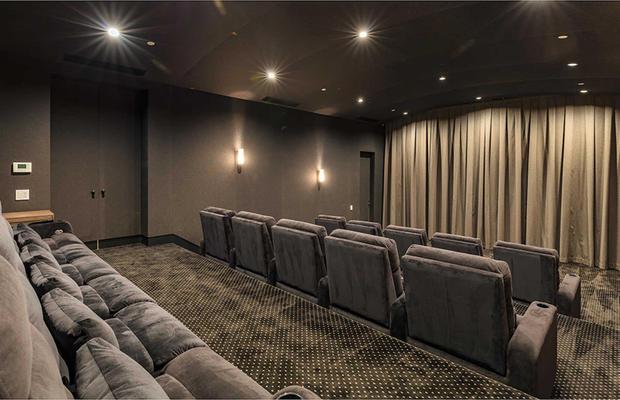 Una vera e propria sala con il grande schermo