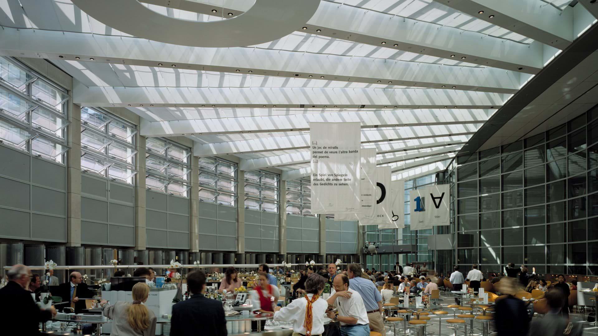 Il grattecielo ospita anche negozi e zone di ristorazione