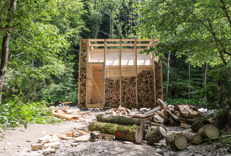 Il legno è impilato