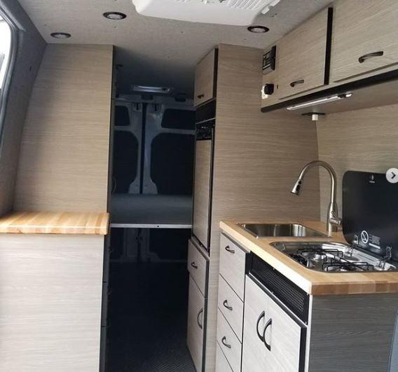 Come trasformare un furgone in una mini casa con meno di for Come costruire una casa per meno di 100k