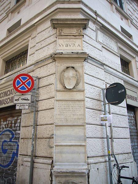 Ai piedi di via Cavour