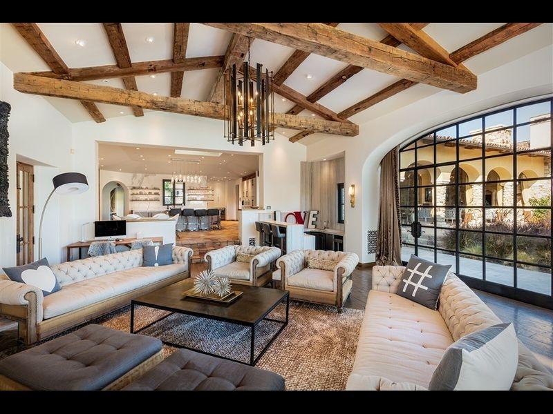 La tenuta possiede più di 1200 m2 costruiti / Redfin