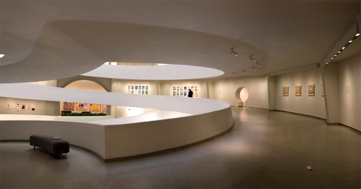 Interni del museo Guggenheim deserto / Ignacio Pereira