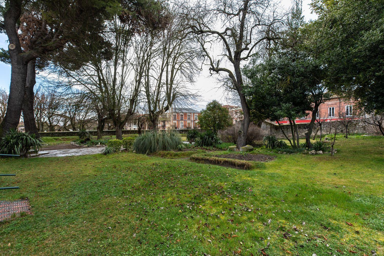 Il giardino che circonda la struttura