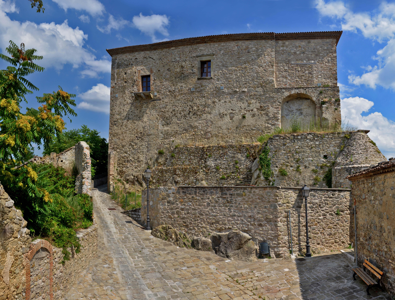 Castello Ruffo di Calvello (Torino) / FAI (Fondo ambiente italiano)