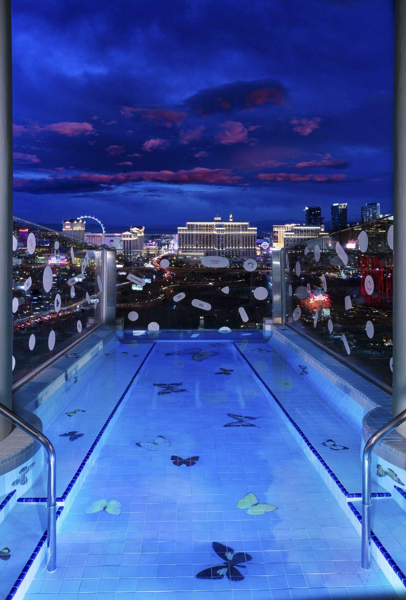 La piscina personalizzata possiede una vista spettacolare / Bloomberg