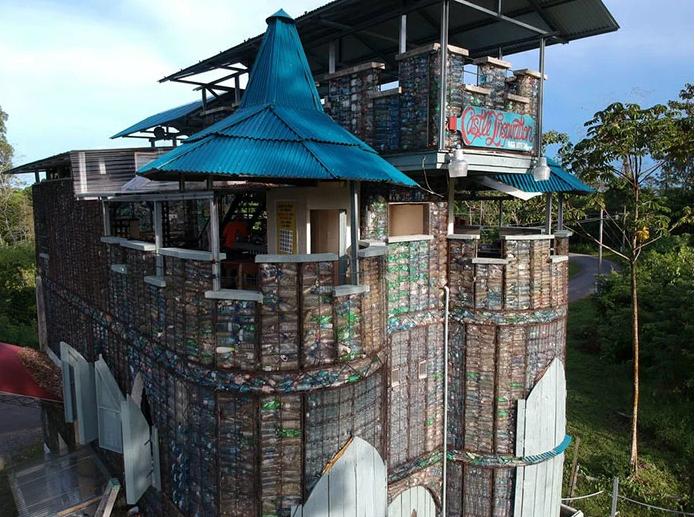 Case costruite con bottiglie di plastica riciclata