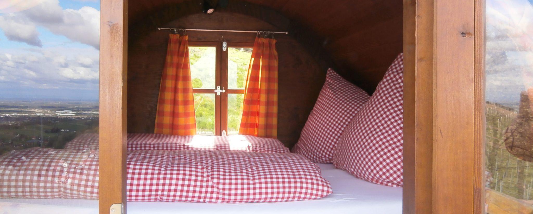 Una delle botti-dormitorio / Schlafen im Weinfass
