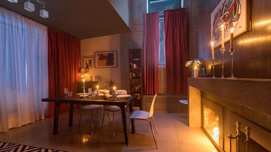 Anche la prenotazione delle stanze avviene tramite domande / Trivial Pursuit Hotel