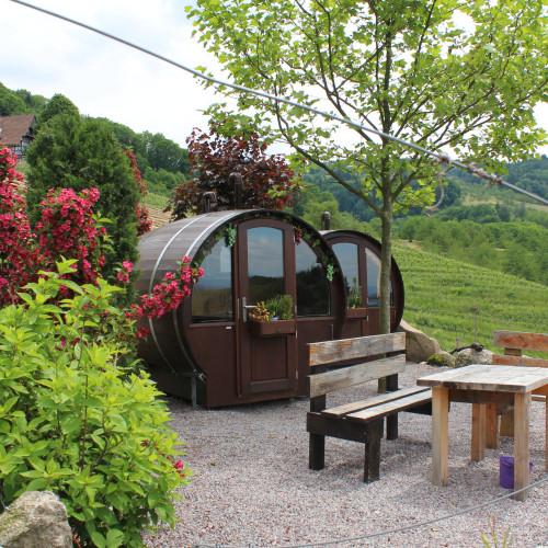 Il salotto all'aperto / Schlafen im Weinfass
