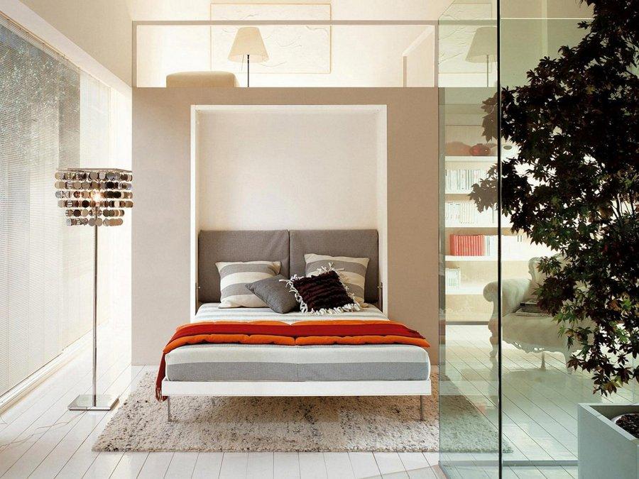 Un altro letto abbattibile / Camasabatibles