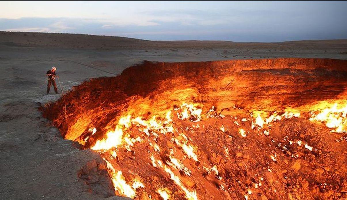 L'incendio fu causato dal tentativo di bruciare dei gas tossici che scaturivano dall'apertura / Medios