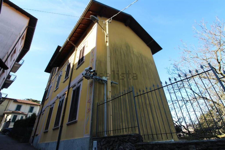 In vendita la casa di Umberto Bossi