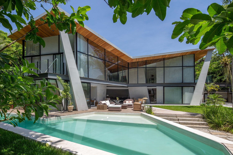 Una casa in stile hollywoodiano / Tiago Tardin via Archdaily