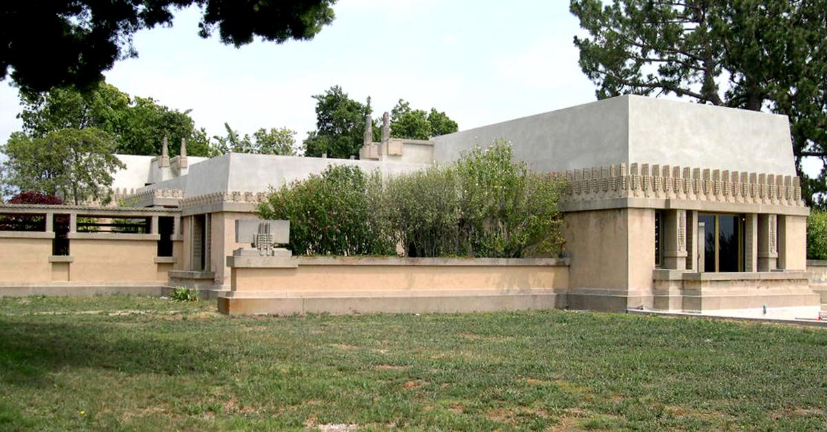 Hollyhock House, Los Angeles, California (1918-1921) / Wikipedia