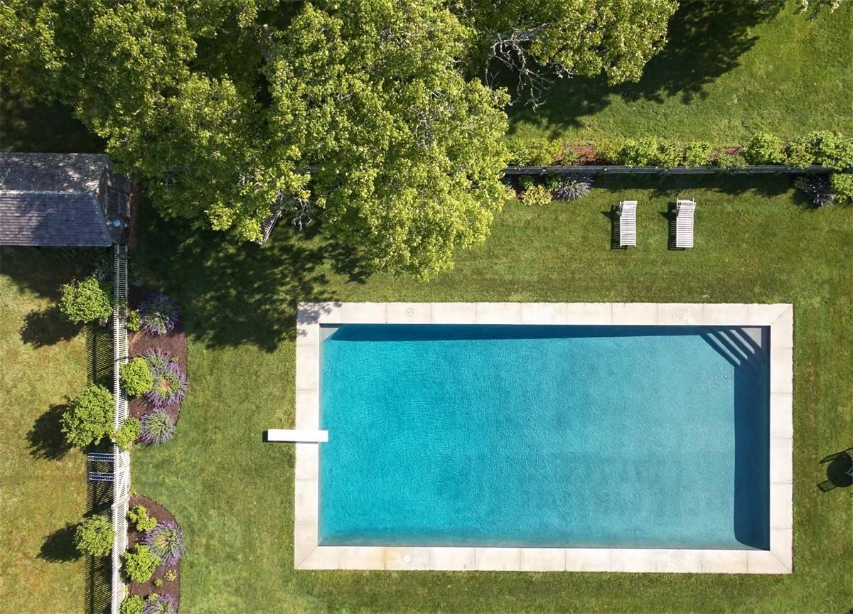 La piscina vita dall'alto