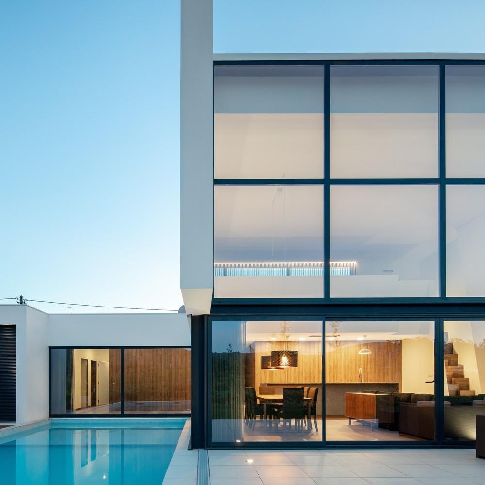 L'esterno della casa / Tiago do Vale Arquitetos