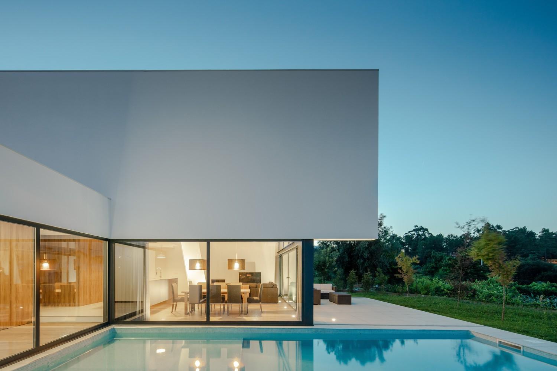 La piscina / Tiago do Vale Arquitetos