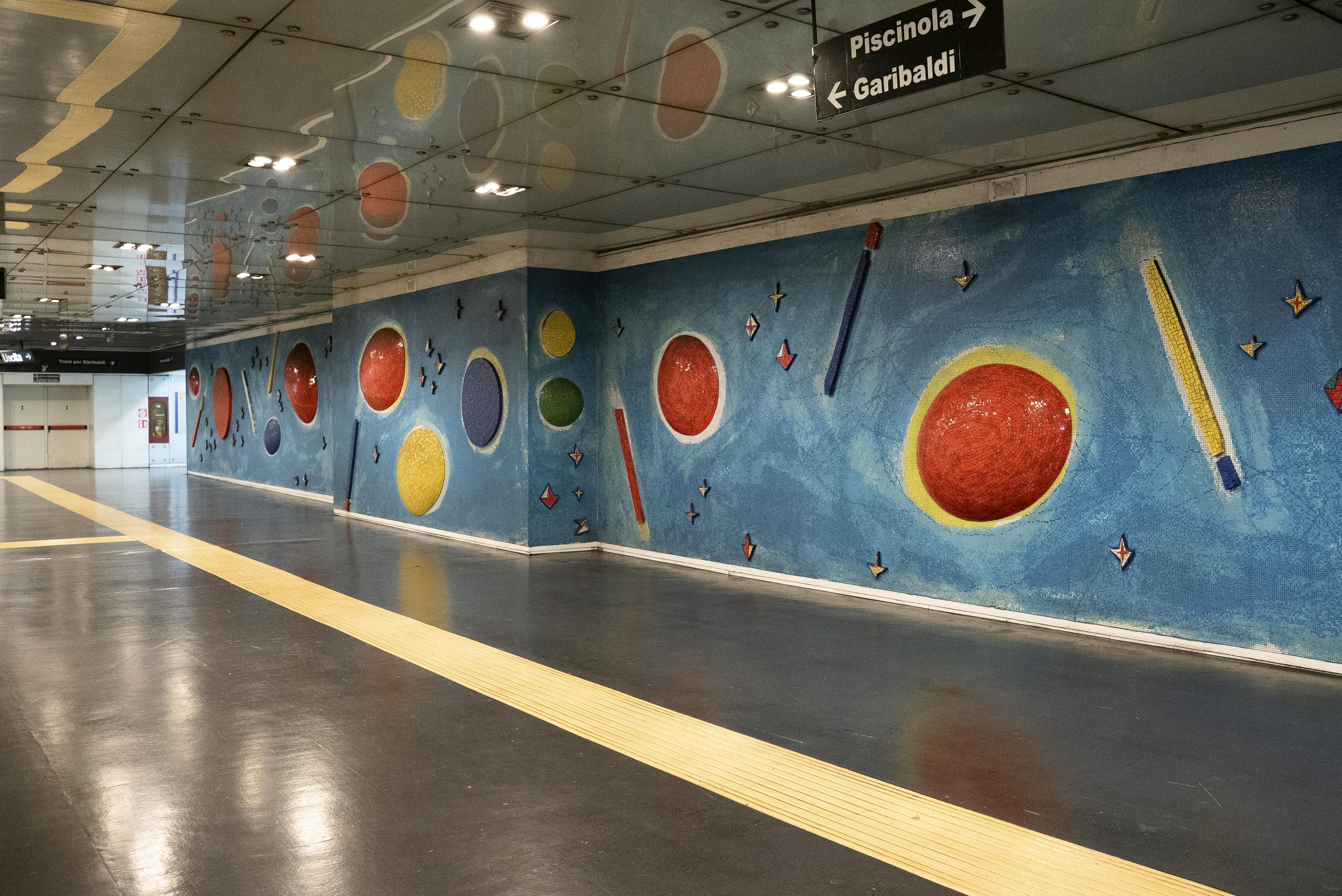 Particolare della stazione Dante a Napoli