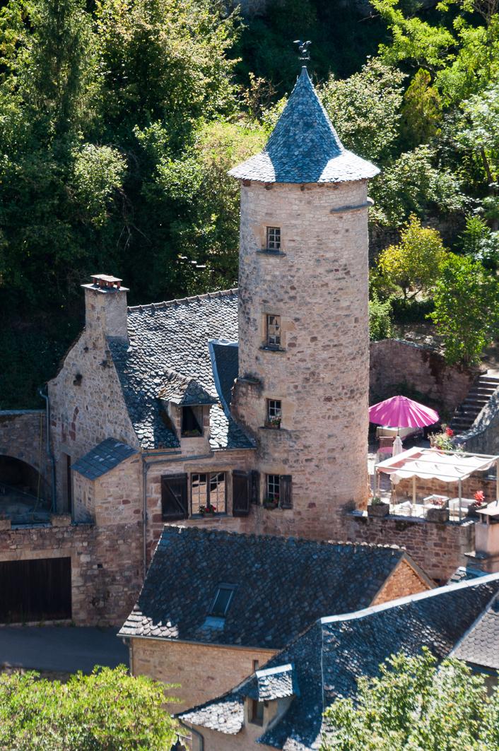 Due torri di un antico castello del IX secolo / Messy Nessy Chic