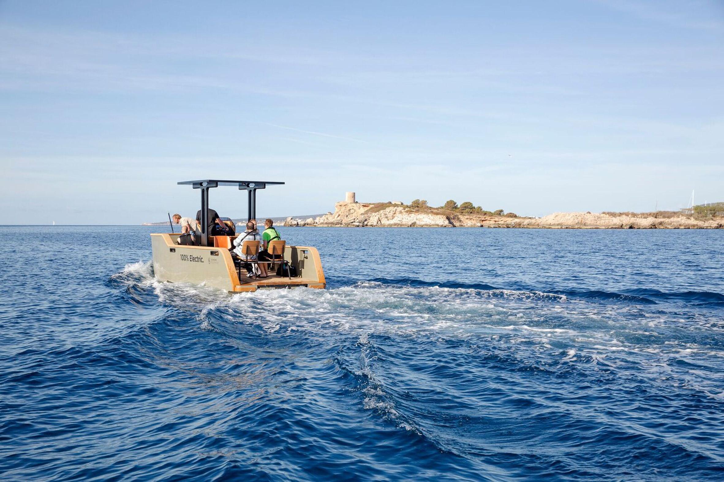 Una barca elettrica