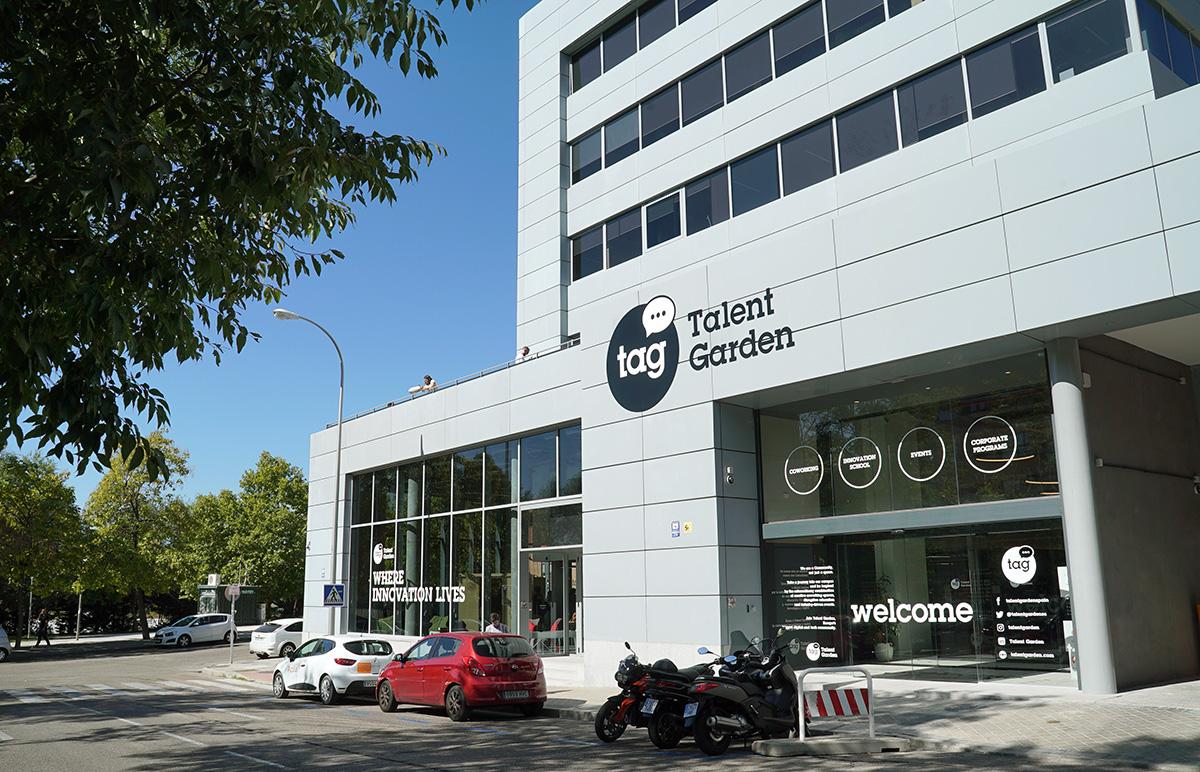 L'esterno del Campus nei pressi della stazione dei treni Atocha