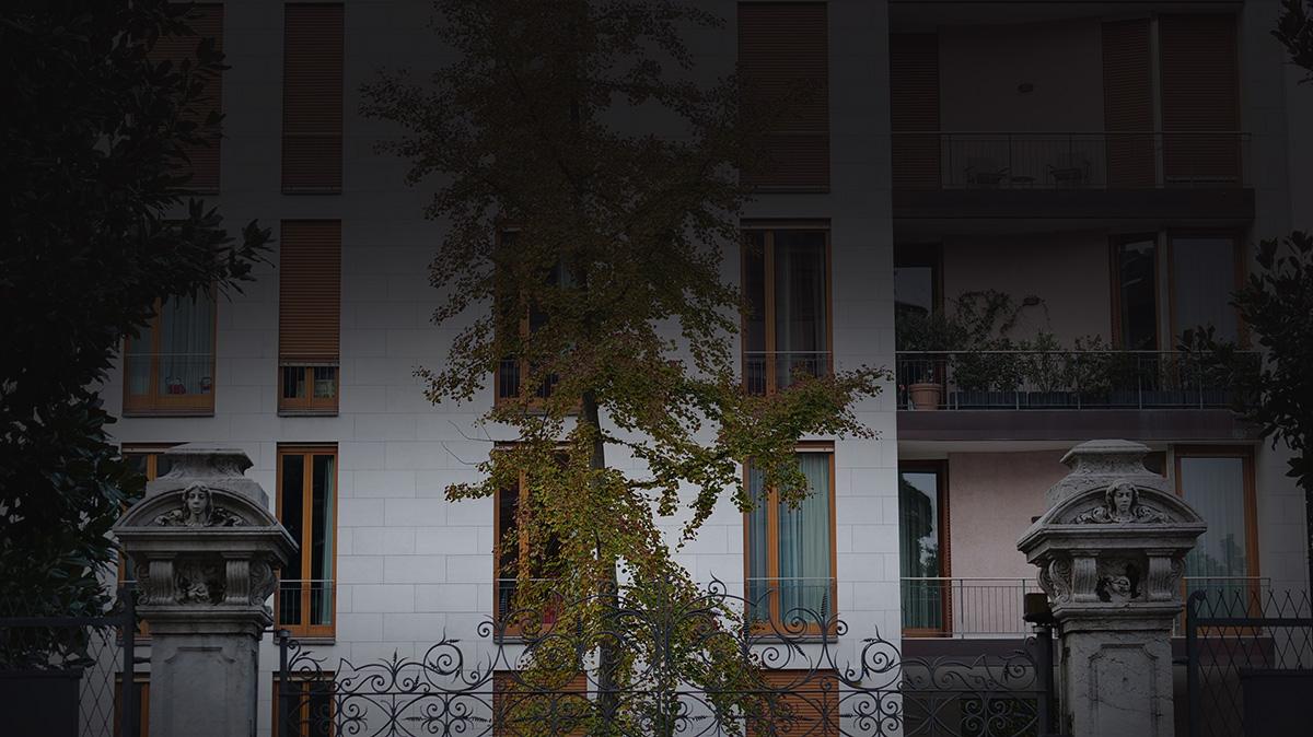 Ingresso lato via Jacini / Giovanni De Faveri
