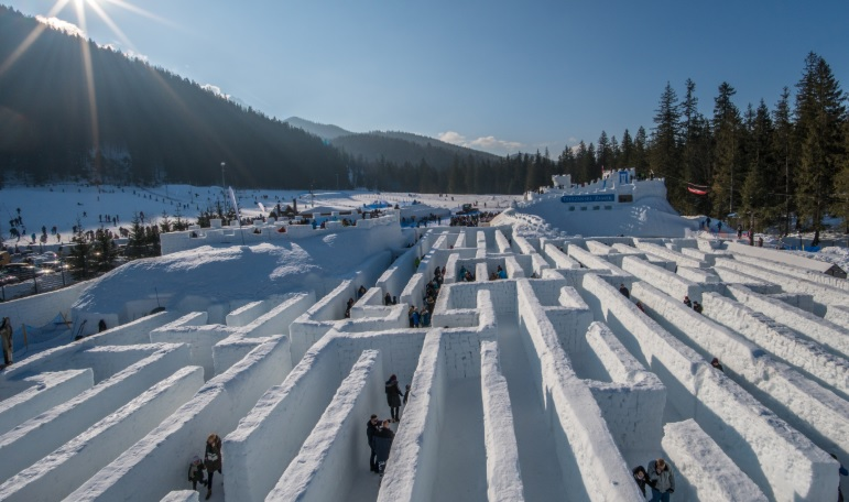 Labrinto di neve a Zakopane, Polonia / Snowlandia.pl/Dronvisions.com