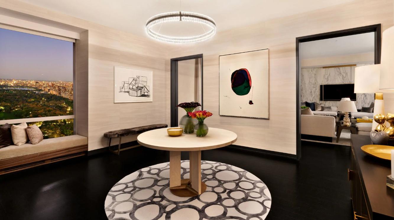 La suite comprende cucina, sala da pranzo, soggiorno